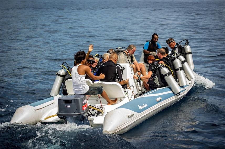Dive tender with divers - Euphoria Liveaboard