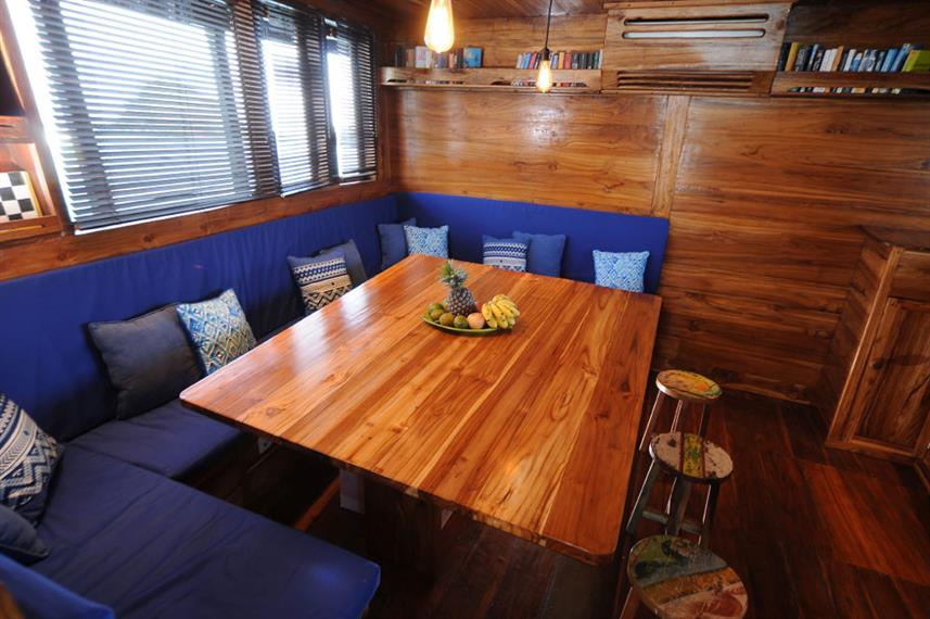 Indoor salon - Moana Liveaboard