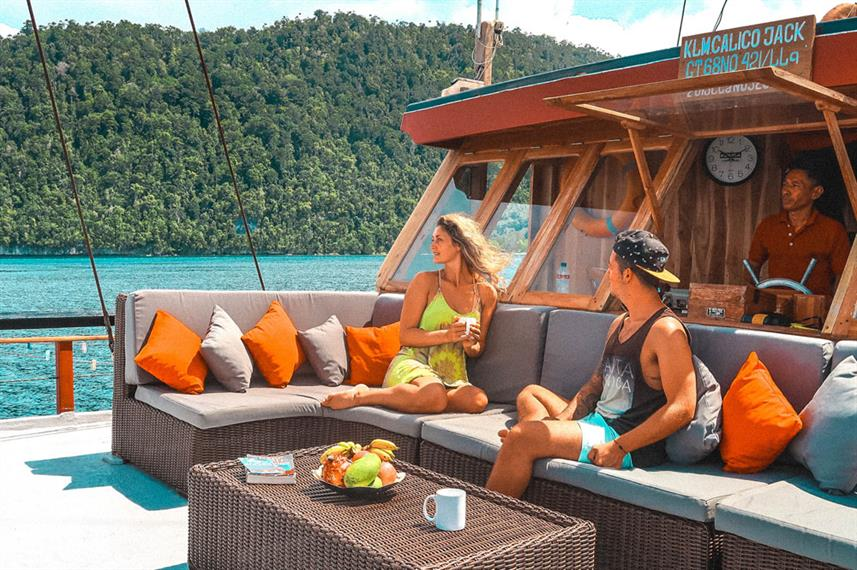 Outdoor Lounge - Calico Jack Live Aboard
