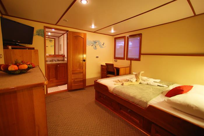 Sea Hunter Liveaboard Owners Suite