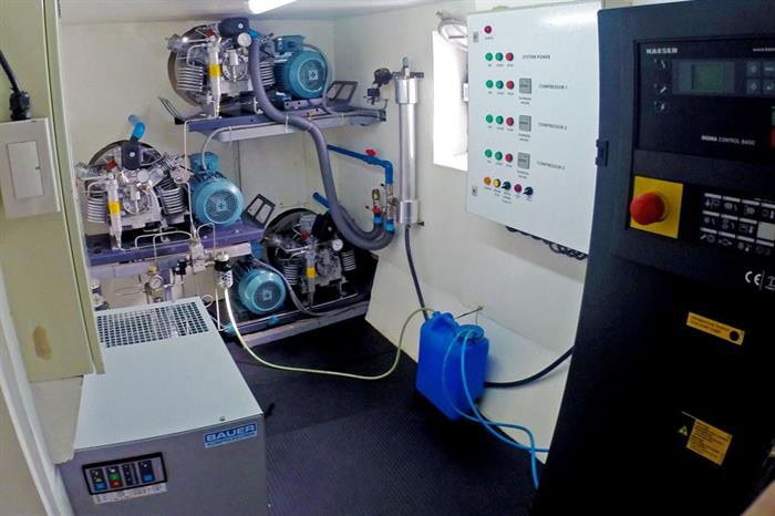 Solitude One Liveaboard compressor