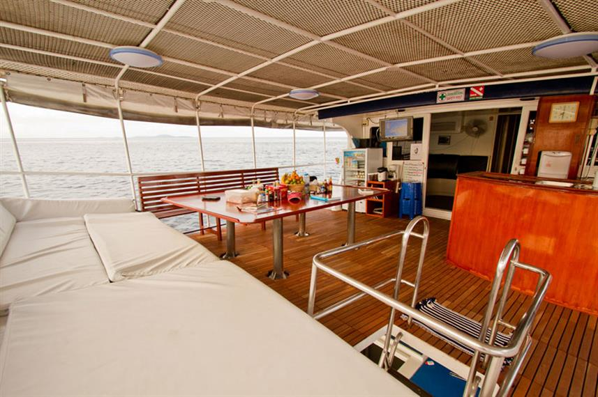 Realax & Dining area onboard Giamani Liveaboard