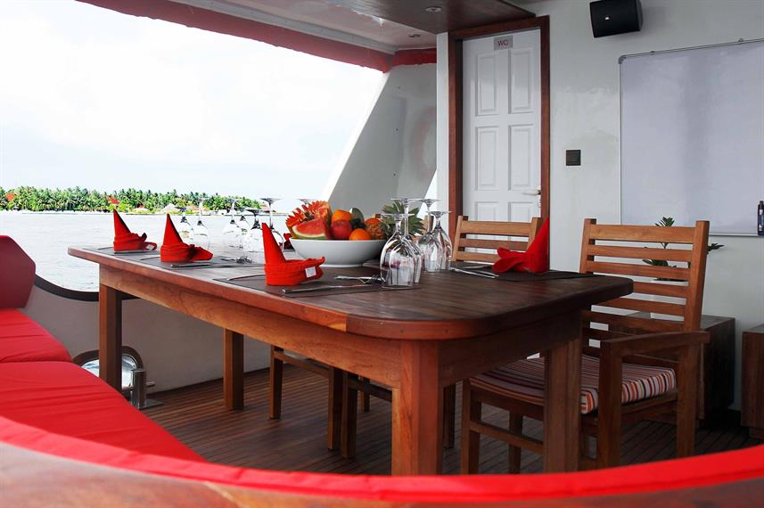 Buitenrestaurant - Theia Liveaboard