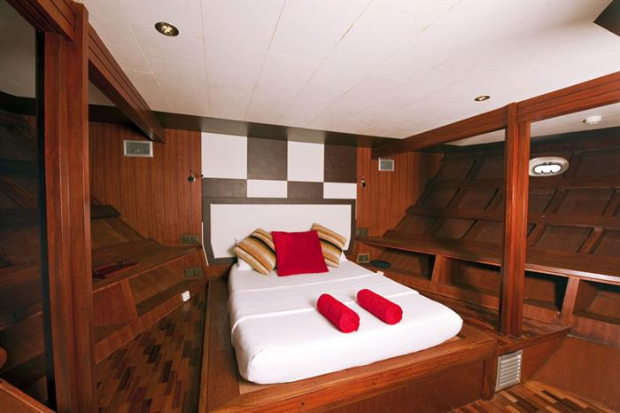 Lower deck Superior Cabin - MV Theia