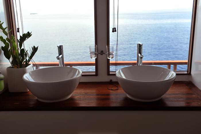 En-suite bathroom with a view - MV Theia
