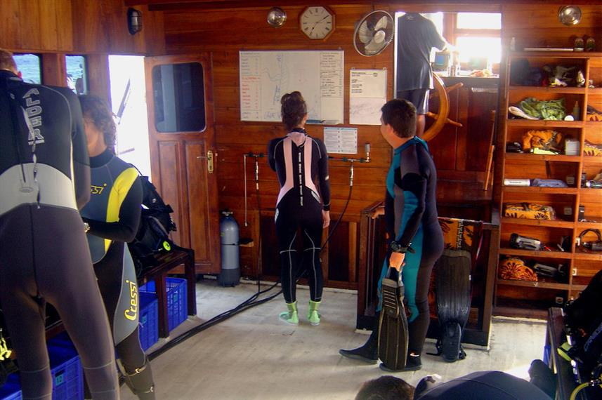 Dive deck - SMY Ondina Indonesia