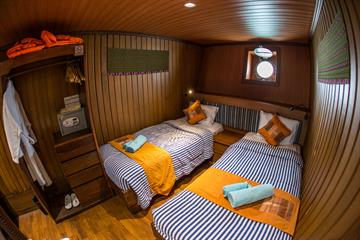 Lower Twin Cabin