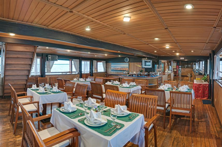 Dining area - Sea Safari 8