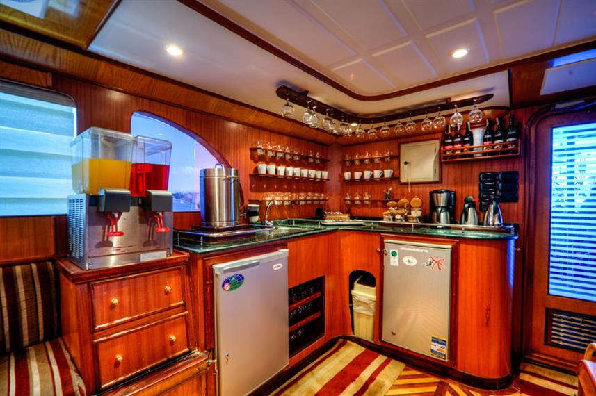 Bar Lounge - Golden Dolphin Egypt Liveaboard