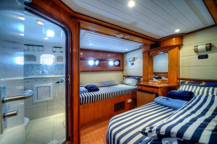 En-suite Twin Cabin - Golden Dolphin Egypt Liveaboard