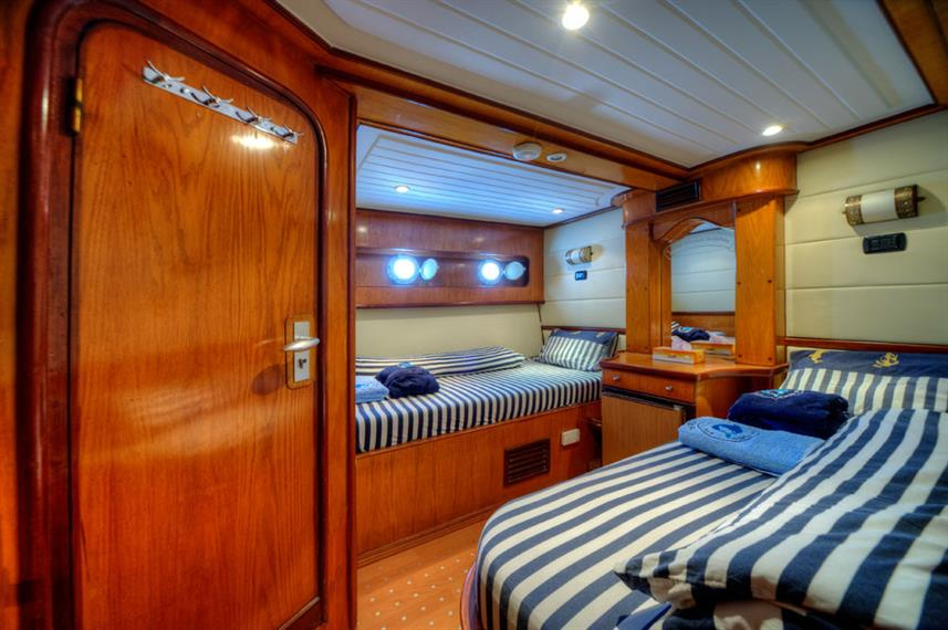 Twin Cabin - Golden Dolphin Egypt Liveaboard