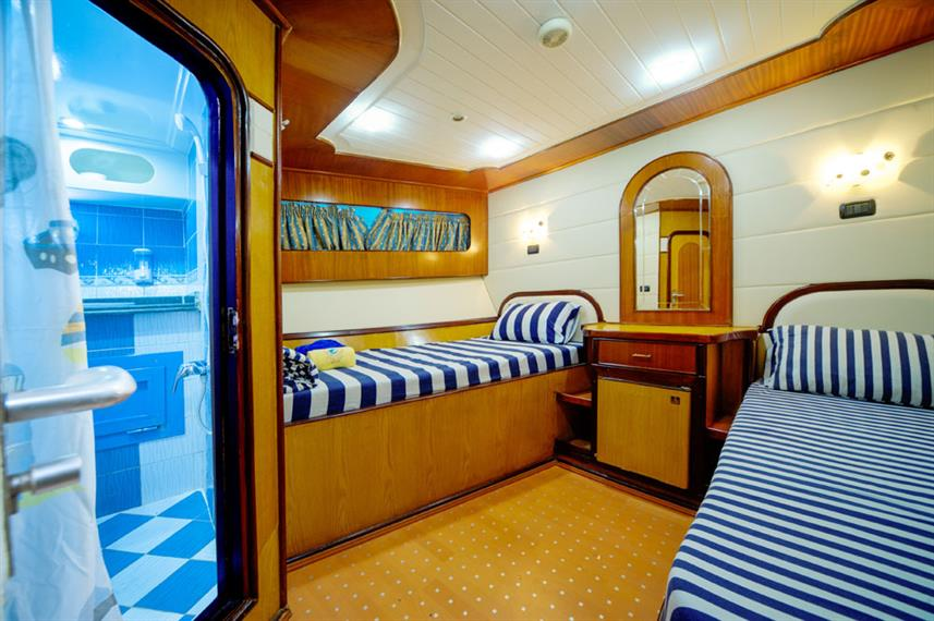 Ensuite Twin Cabin - Golden Dolphin II Egypt Liveaboard
