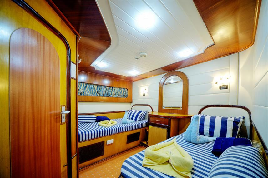 Twin Cabin - Golden Dolphin II Egypt Liveaboard