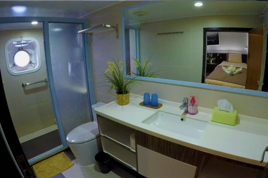 En-Suite bathrooms - Blue Manta