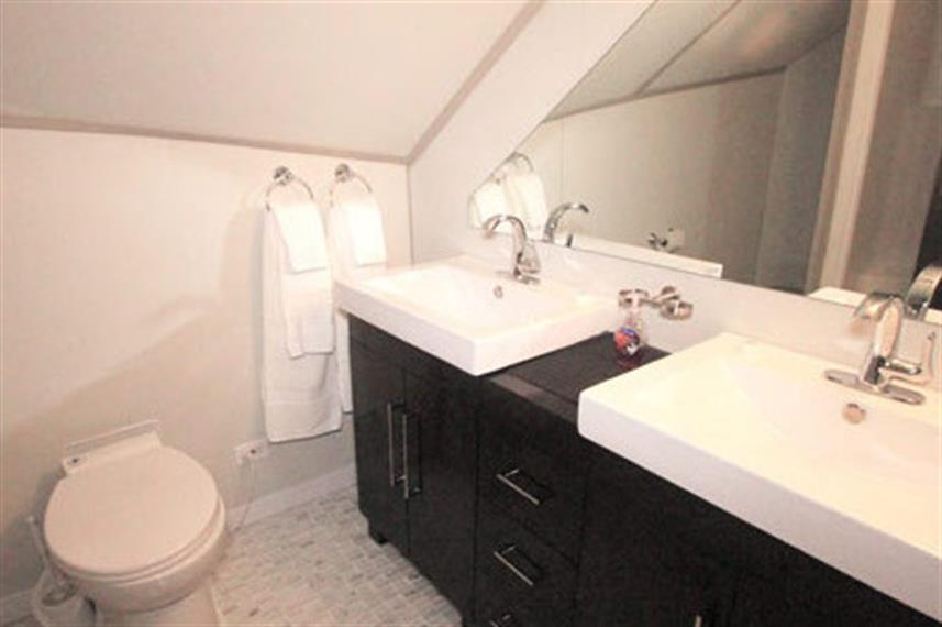 Bathroom facilities onboard Nautilus Belle Amie