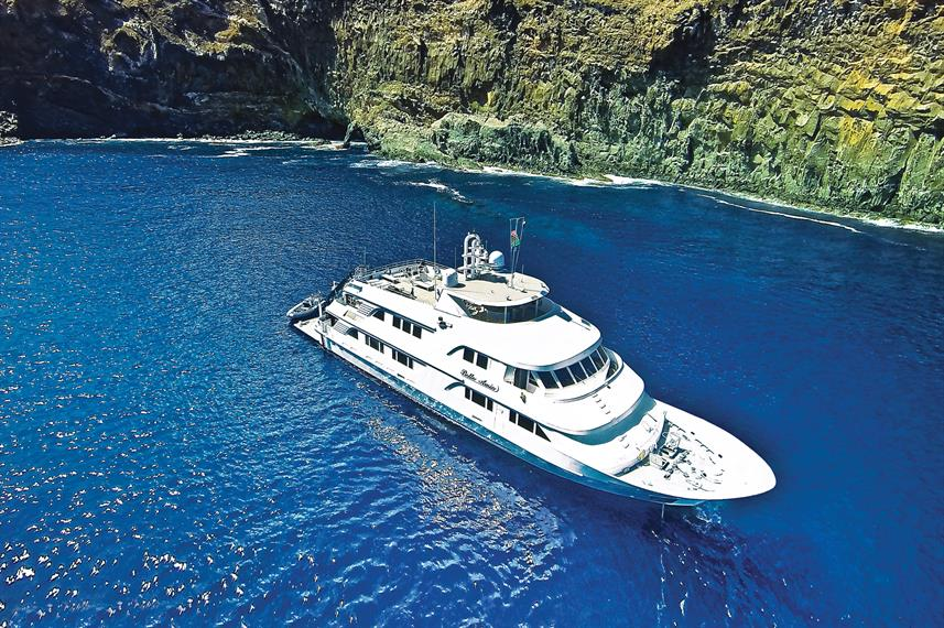 Nautilus Belle Amie anchored Socorro
