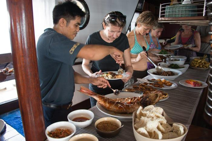 Buffet Lunch Dining Dewi Nusantara Liveaboard