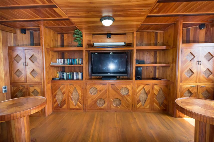 Indoor salon - La Galigo Liveaboard