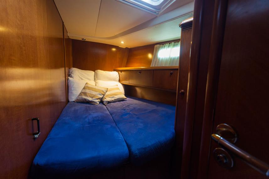 Double Cabin - Vision III Live Aboard