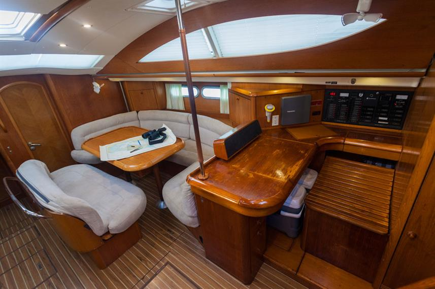 Indoor salon - Vision III Liveaboard