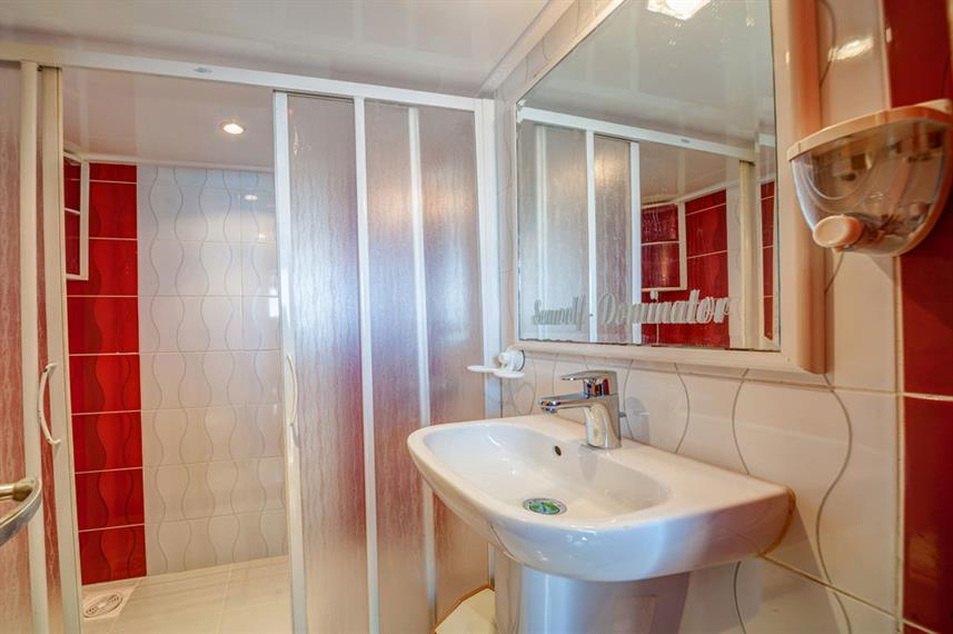 En-Suite bathrooms - Seawolf Dominator