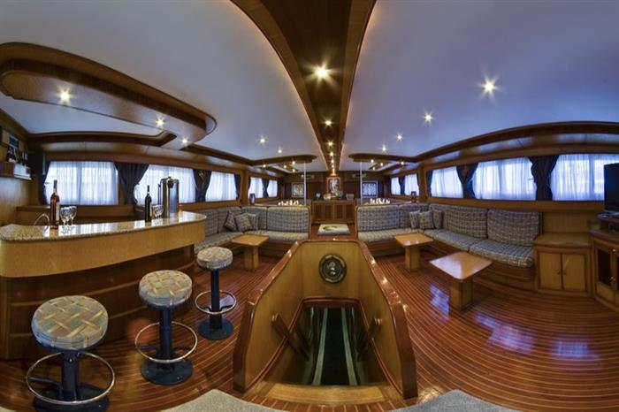 MY Excellence Liveaboard Red Sea Salon
