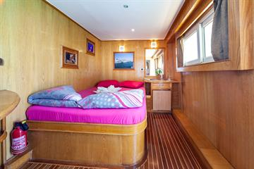 Suite cabin upper deck