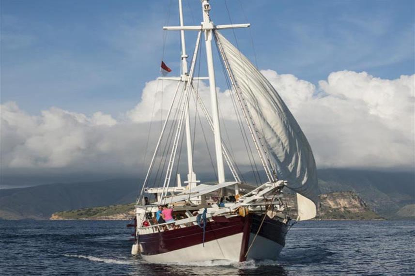 Duyung Baru Liveaboard at sea