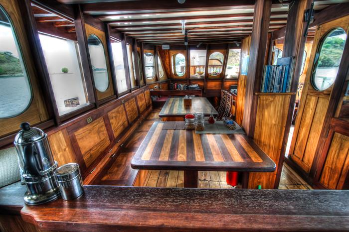 Salon dining area - Duyung Baru Liveaboard