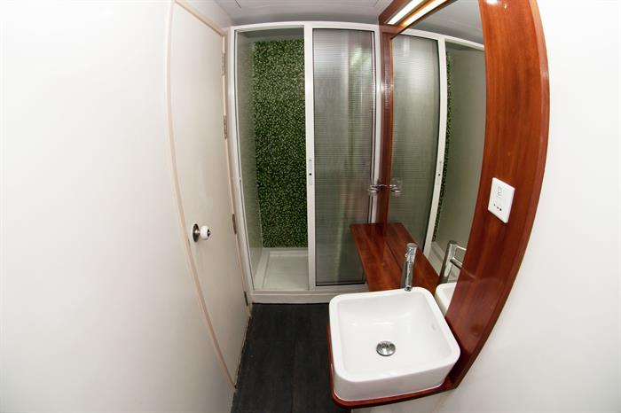 Honors Legacy Liveaboard En-Suite