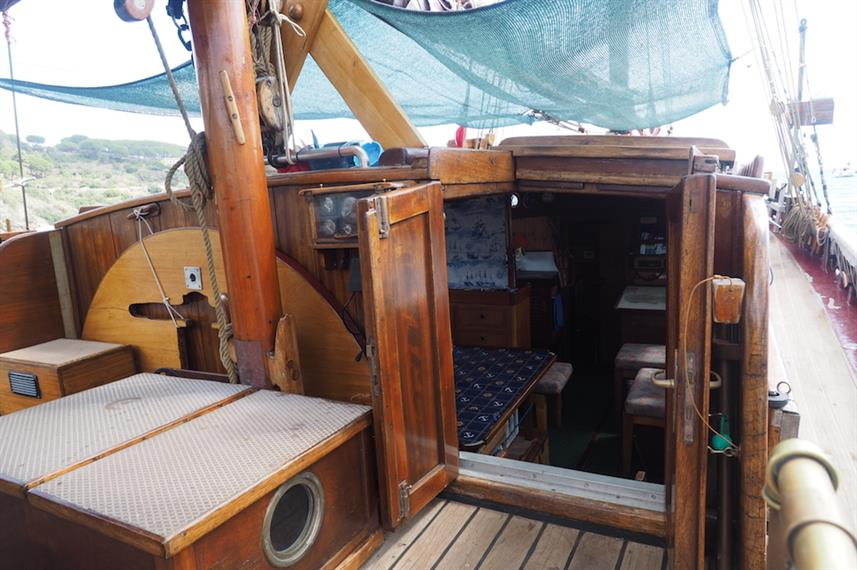 Entrance to Salon - Norseman Liveaboard