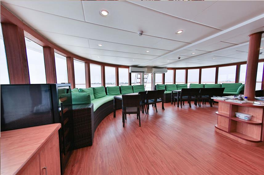 Indoor salon - Carpe Novo Liveaboard