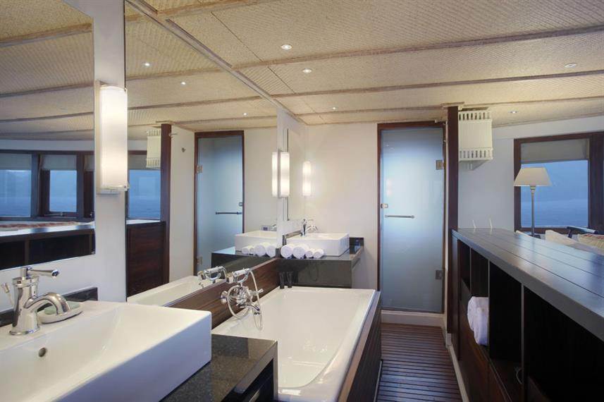 En-Suite bathrooms - Alila Purnama