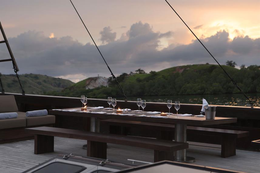 Outdoor Dining - Alila Purnama