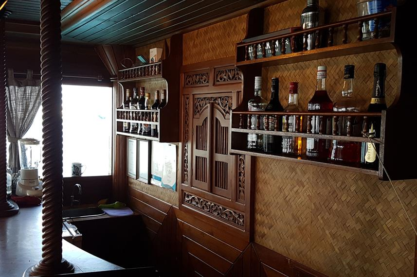 Bar Area - Moonima Live Aboard