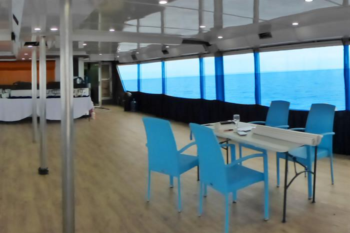 Large dining area - MV Discovery Adventure