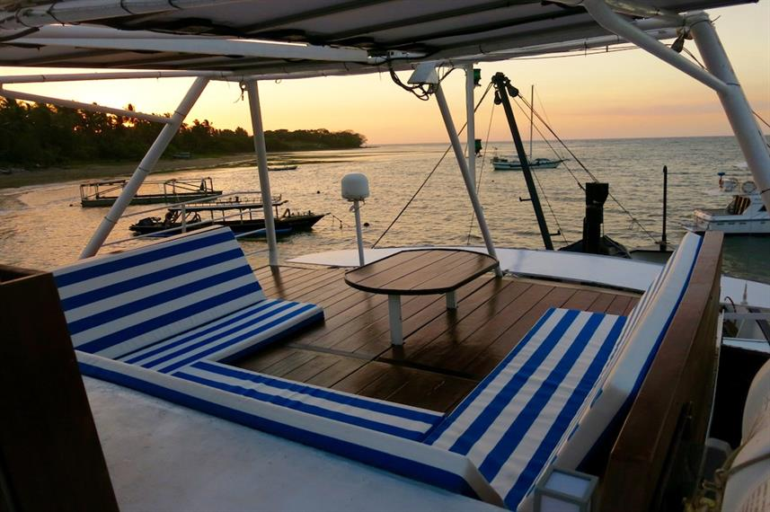 Al fresco relaxation - MV Empress II Indonesia