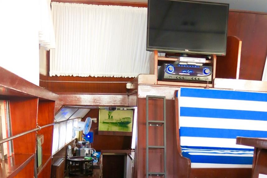 TV & lounge area - MV Empress II Indonesia