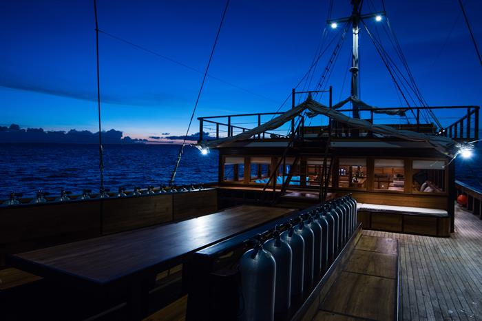 MV Samambaia - Divedeck After Sunset