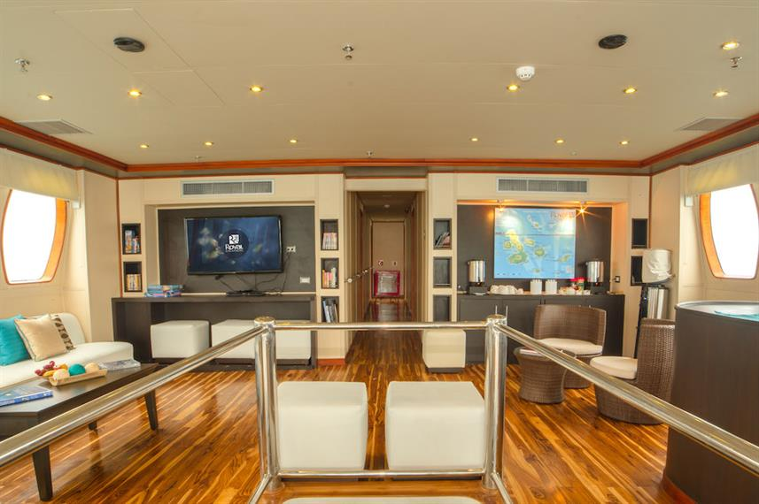 Spacious indoor lounge - Majestic Galapagos Yacht