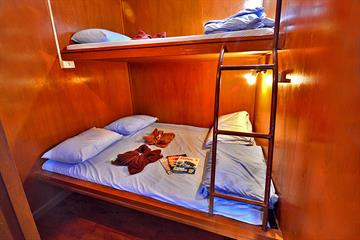 Twin Bunk Cabin (non en-suite)