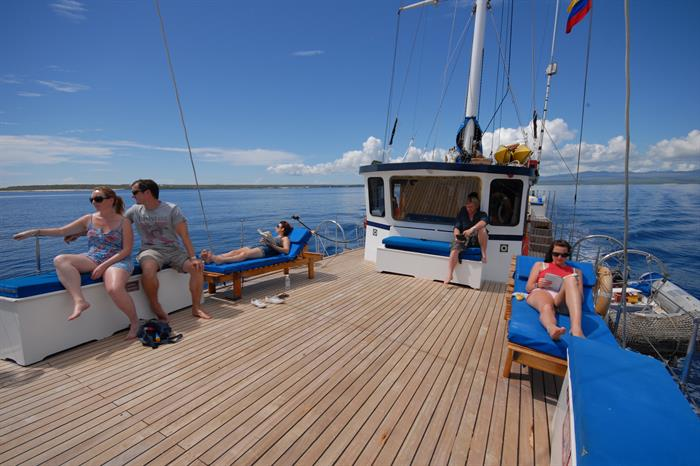 Sun deck for relaxing - Cachalote Galapagos