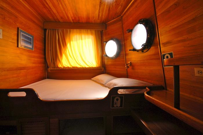 Double Cabin 8 - Cachalote Galapagos