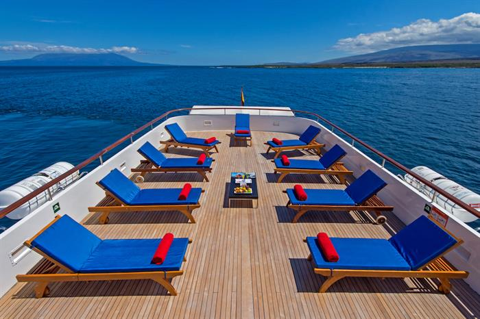 Sun deck with comfortable loungers - MY Passion Galapagos