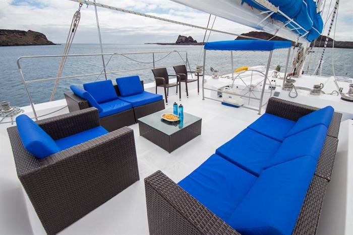 Outdoor lounge area - Nemo III Galapagos