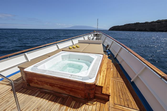 Hot Tub & Sun Deck - MY Grace Galapagos