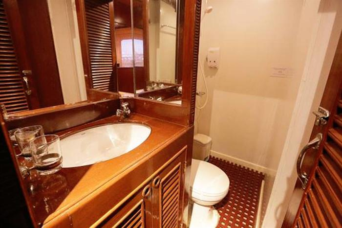 En-Suite Bathrooms - MV Hallelujah Thailand