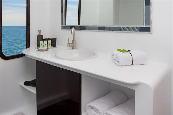 En-Suite Bathroom - Natural Paradise Yacht Galapagos