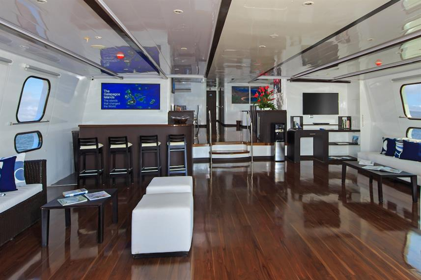 Indoor social area - Natural Paradise Yacht Galapagos