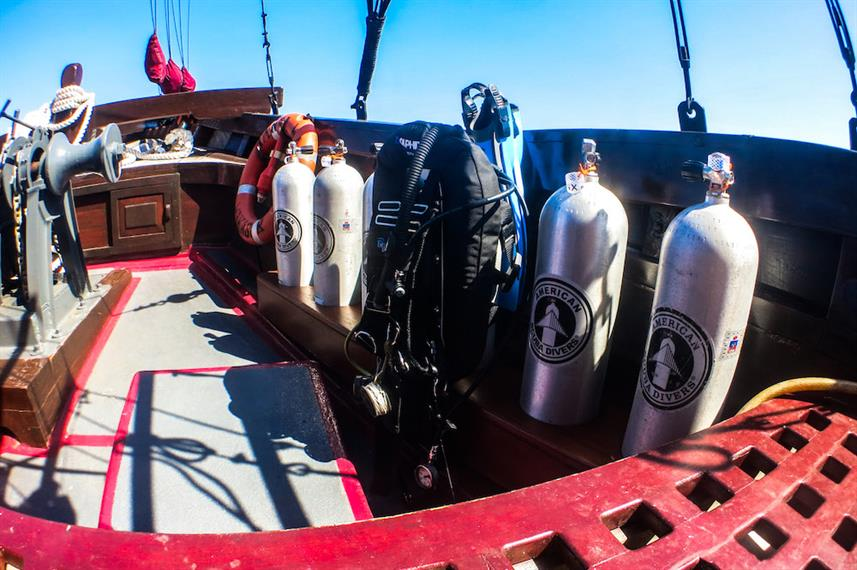 Dive Deck - Manta Mae Indonesia